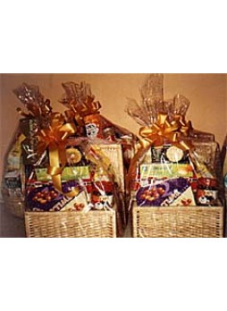 Evergreen Festive hamper basket